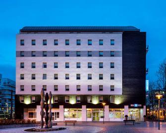 ibis budget Issy-les-Moulineaux Paris Ouest - Issy-les-Moulineaux - Building