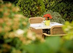 Campanile Hotel & Restaurant Brussels Vilvoorde - Vilvoorde - Patio