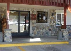 Seasons Motel - Morton - Outdoors view