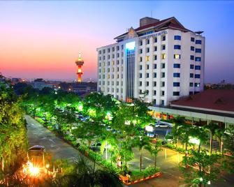 Khumsuphan Hotel - Suphan Buri - Building