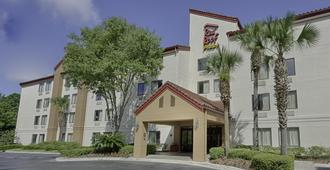Red Roof Inn Plus+ Gainesville - Gainesville - Edifício
