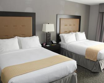 Holiday Inn & Suites East Peoria - East Peoria - Bedroom