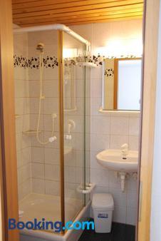 Hotel-Restaurant Zum Goldenen Hahnen - Markgröningen - Bathroom