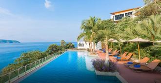 Wyndham Grand Phuket Kalim Bay - Kamala - Piscina