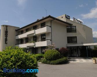Hotel 4C - Cluses - Building