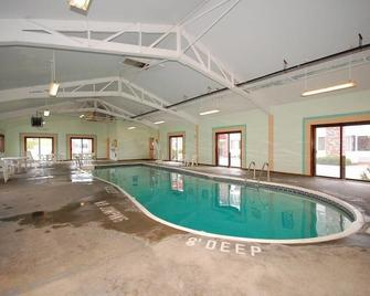 Hilltop Inn of Vermont - Montpelier - Pool