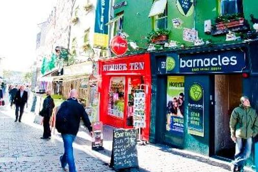 Snoozles Quay Street Tourist Hostel- Galway - Galway - Building