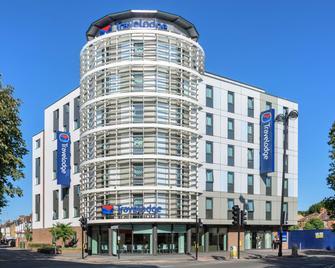 Travelodge London Hounslow - Hounslow - Building