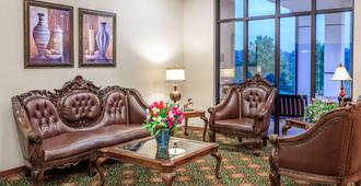 Angel Inn by the Strip - Branson - Living room