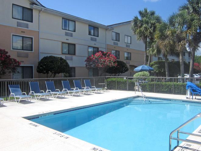 Extended Stay America - Jacksonville - Lenoir Avenue South - Jacksonville - Pool