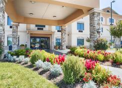 Best Western Plus Burleson Inn & Suites - Burleson - Building