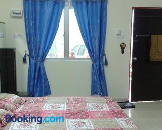 Homestay Kg Paya D Jitra - Jitra - Bedroom
