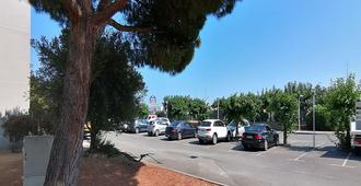 Kyriad Cannes Mandelieu - Cannes - Outdoor view