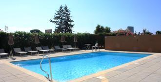Kyriad Cannes Mandelieu - Cannes - Pool