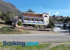 Touraghine Hotel & Cafe - Chefchaouen - Building
