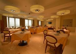 هوتل إل جينتيلومو - ارزّو - مطعم