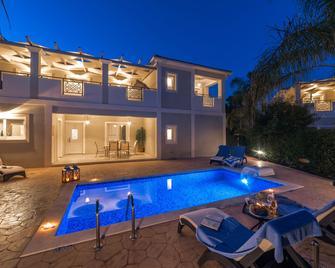 Mamfredas Luxury Resort - Planos - Pool