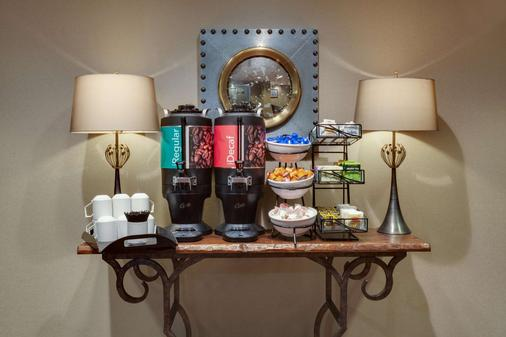 Homewood Suites Savannah Historic District/Riverfront - Savannah - Buffet