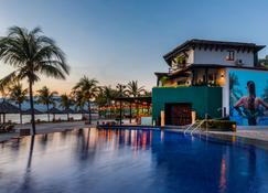 Thompson Zihuatanejo, a Beach Resort - Zihuatanejo - Pool
