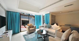 Al Seef Resort & Spa By Andalus - Abu Dhabi - Living room