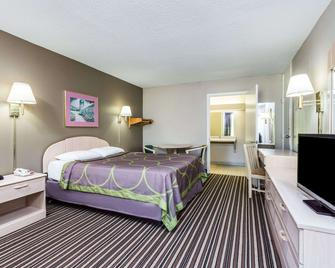 Super 8 by Wyndham Commerce - Commerce - Bedroom