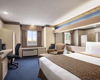 Travelodge by Wyndham Fort Scott - Fort Scott - Спальня