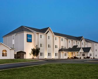 Travelodge by Wyndham Fort Scott - Fort Scott - Building