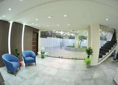 Le Six Resort Hotel - Batroun - Resepsjon