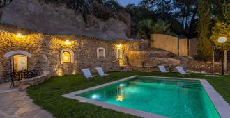 Traditional Cave House With Swimming Pool Near to City Center. Cueva del Cadí - Granada - Piscina