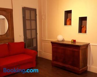 Les Boiseries - Доль-Таво - Living room