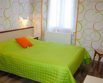 Hôtel Les 2 Vallées - Entraygues-sur-Truyère - Bedroom