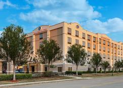 格雷普韋恩達拉斯福特沃斯堡凱富套房酒店 - 格瑞普番恩 - 葡萄藤 - 建築