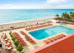 Ramada Plaza by Wyndham Marco Polo Beach Resort - North Miami Beach - Pool