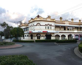 Centre Of Town Bed & Breakfast - Narrabri - Gebäude