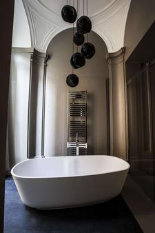 D.O.M Hotel (Preferred Hotels & Resorts) - Rome - Bathroom