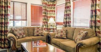 Quality Inn - Klamath Falls - Living room
