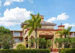 Howard Johnson by Wyndham Tropical Palms Kissimmee - Kissimmee - Extérieur