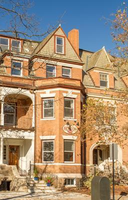 Beacon Inn 1750 - Brookline - Building