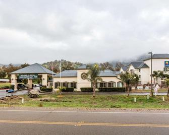 Comfort Inn & Suites Sequoia Kings Canyon - Три-Риверс