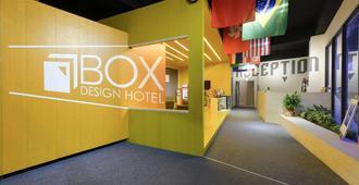 Taichung Box Design Hotel - טאיצ'ונג