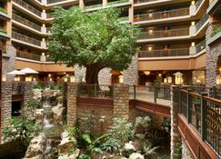 Chateau On The Lake Resort Spa And Convention Center - Branson - Lobby