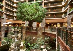 Chateau On The Lake Resort Spa And Convention Center - Branson - Hành lang