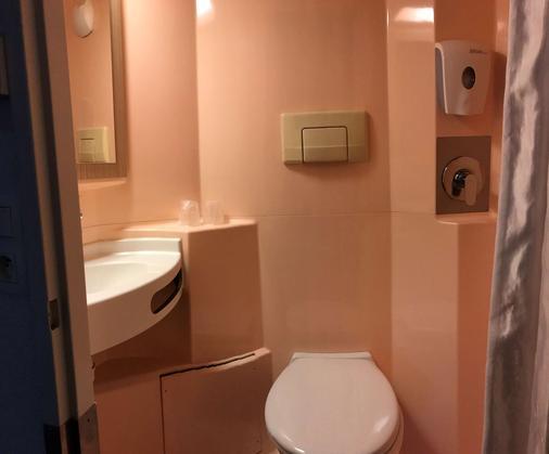 Premiere Classe Marseille Est - La Valentine - Marseille - Bathroom