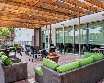 Holiday Inn Express & Suites Covington - Covington - Патіо