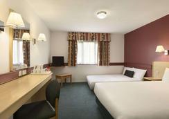 Days Inn by Wyndham Bradford M62 - Brighouse - Bedroom