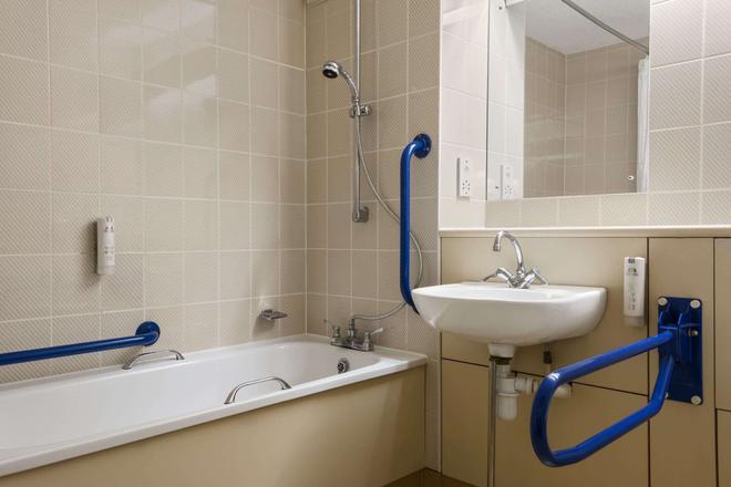 Days Inn by Wyndham Bradford M62 - Brighouse - Bathroom