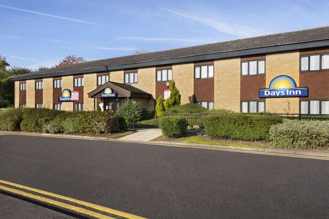 Days Inn by Wyndham Bradford M62 - Brighouse - Building