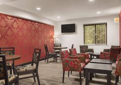 Ramada Cambridge - Cambridge - Lounge