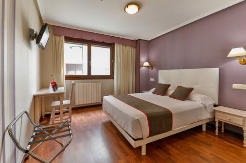 OYO Puerto De Candas - Candás - Bedroom