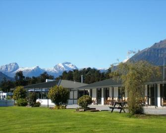 Heritage Park Lodge - Haast - Building